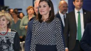La reina Letícia repetint estilisme en un acte de l'Agència EFE
