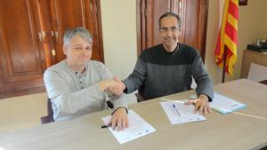 L'Ajuntament de Vilallonga del Camp i l'Associació Aurora han signat l'acord de col·laboració