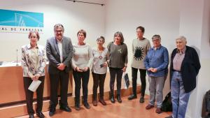 Les premiades al concurs de narracions curtes Josep Soler Palet, amb representants de l'organització