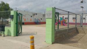 L'Escola Ponent no té edifici, i és la suma d'un seguit de mòduls prefabricats des del 2008