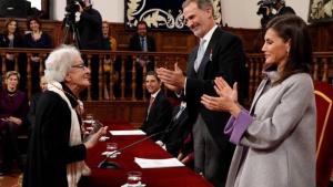 Los reyes de España con Ida Vitale