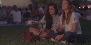 Marta i Eva, les dues protagonistes del nou espot de la DO Catalunya
