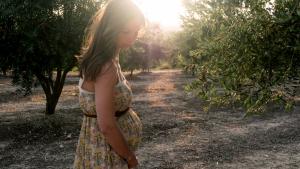Piernas hinchadas y cansadas durante el embarazo