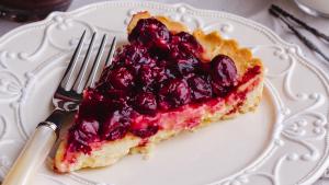 Podemos utilizar la mermelada de cerezas tanto en tostadas, como en pasteles o como acompañamiento de carnes.