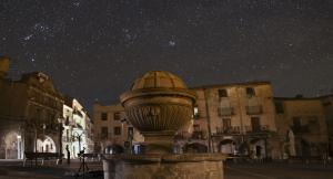Prades gaudeix d'un cel estrellat espectacular en la nit més fosca dels darrers anys