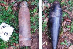 Projectil d'artilleria i la granada de morter localitzades en unes ruïnes d'una torre abandonada de la Conca de Dalt (Pallars Jussà)