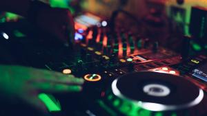 Repasamos en qué se diferencian los principales tipos de música electrónica.