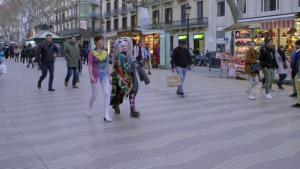 Samanta Villar va rebre un gran nombre de mirades durant la seva passejada
