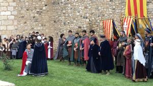 Sant Jordi lliura la rosa a la princesa en al 32a Setmana Medieval de Montblanc