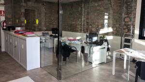 S'ha posat mobiliari nou en diversos espais de la comissaria.