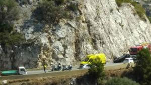 Un cotxe ha bolcat a la C-31 sud a les Costes del Garraf