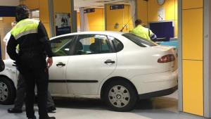 Un hombre empotra el coche contra el mostrador de urgencias del Hospital Basurto de Bilbao