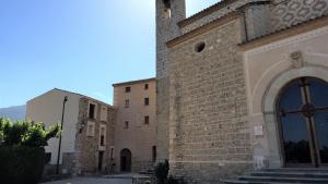 Vista exterior del Santuari de la Serra de Montblanc.