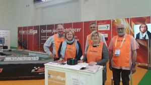Voluntaris de la Fundació Oncolliga al Saló de l'Automòbil