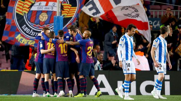 Els jugadors del Barça celebren un dels gols a la Reial Societat.