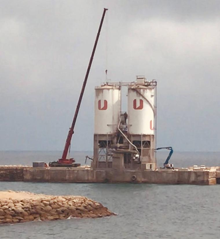 Desmuntatge de les sitges al port de Vallcarca.