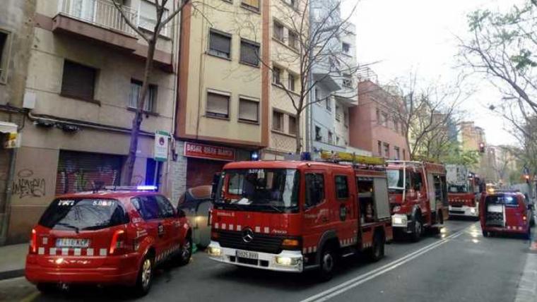 El pis on s'ha iniciat l'incendi ha quedat afectat totalment
