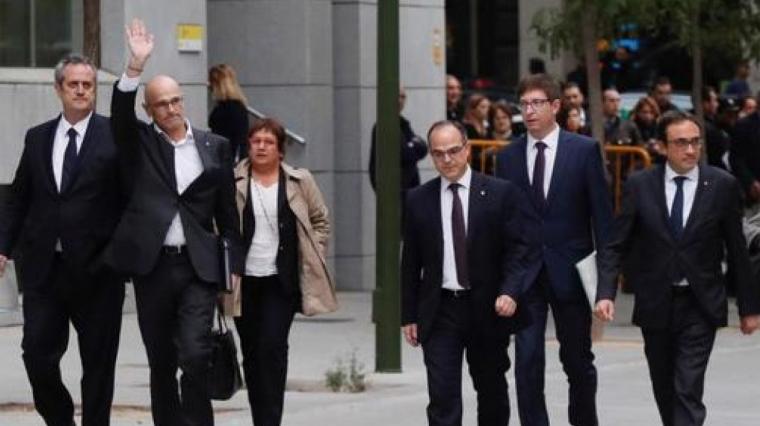 Els presos polítics catalans caminant pel carrer