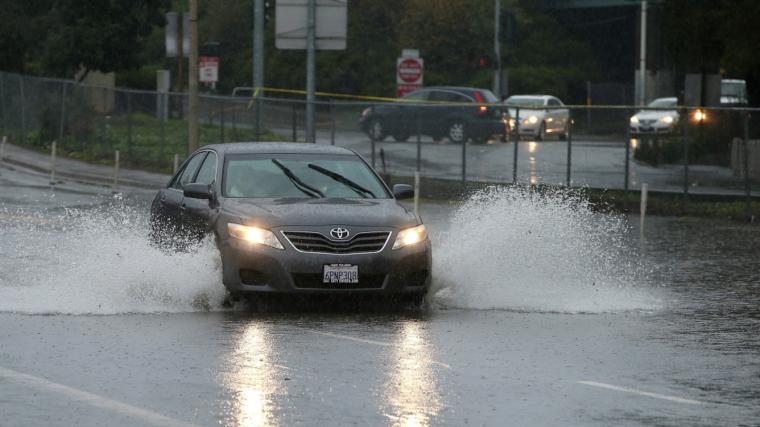 La pluja arrencarà per Ponent i escombrarà tot el territori fins la matinada de dissabte