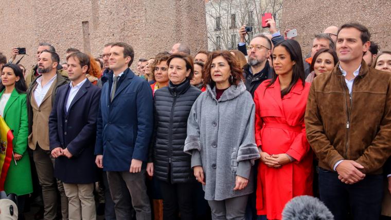 Una promesa electoral en la qual han coincidit les tres formacions de dretes és la de fer fora Sánchez de la Moncloa