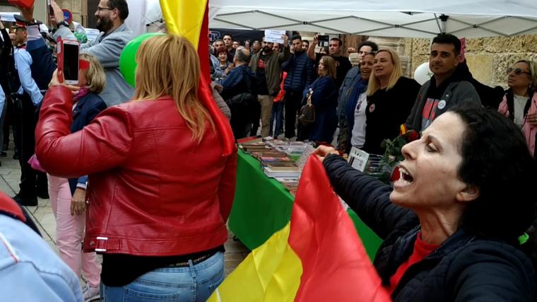 Tensió entre manifestants i simpatitzants de Vox a Reus