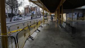 A l'estació d'autobusos de Reus s'han produït despreniments de vidres de la marquesina