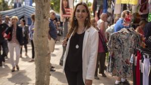 Ana López durant la campanya electoral, al mercadet dels dimecres a Cambrils.