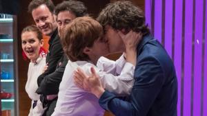 Anabel sa lanza a besar a Jordi Cruz