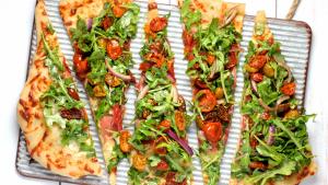 Aprendemos cómo hacer pizza vegana en casa y cómo preparar una deliciosa base de pizza.