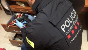 Cinc encaputxats amenacen a punta de pistola el propietari d'una masia al Baix Ebre