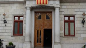 Crespó negre a la senyera del balcó de l'Ajuntament de Reus en homenatge al president Companys