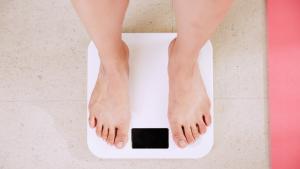 Descubrimos cómo adelgazar de manera saludable con estos 8 consejos.
