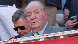 Don Juan Carlos apareció sin tirita en la mejilla