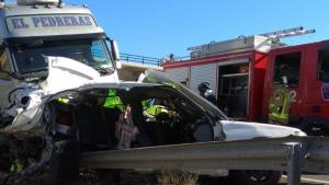 Dos muertos y seis heridos en un accidente entre un camión y tres turismos en la A-30 en Murcia