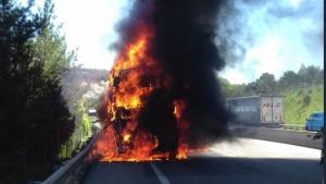 El camió a començat a cremar  a la C-25 a l'altura de Gurb