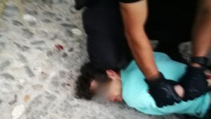 El hombre pudo ser reducido y detenido por agentes de la Policía Local de Granada