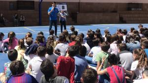 El jugador del CBT David Fernández ha impartit l'explicació als alumnes del col·legi Lestonnac de Tarragona