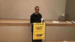 El regidor de la CUP a Torredembarra, Toni Sacristan, va ser l'encarregat de pronunciar la conferència política dels anticapitalistes.