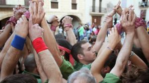 Els Xiquets d'Alcover durant una actuació a la plaça Nova del municipi.