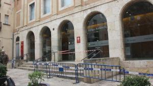 Es desprèn un fragment de la cornisa de l'Antiga Audiència de Tarragona