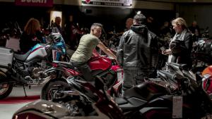 Fans de les motos visiten  el Saló de la Moto a firaReus