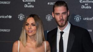 Imagen de la cantante, Edurne, junto a su novio, David De Gea, asistiendo a la cena solidaria del Manchester United