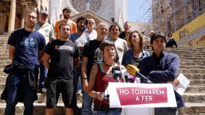 Imatge d'algunes de les persones investigades pel 8-N a Tarragona, en roda de premsa a les escales de la Catedral