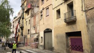 Imatge de la casa afectada per l'esfondrament a Valls.