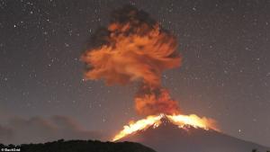 Imatge de l'erupció del volcà Agung