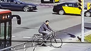 Imatge de l'home que va atropellar un nadó a Barcelona