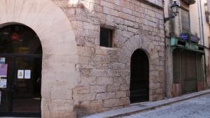 Imatge del Consell Comarcal de la Conca amb la casa annexa.