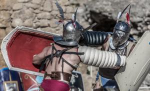 Imatges de la recreació d'un torneix de gladiadors a l'amfiteatre de Tarragona