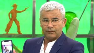 Jorge muestra el anuncio del nuevo single de las Azúcar Moreno