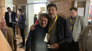 Josep Andreu i Francesc Benet durant la nit electoral a Montblanc.